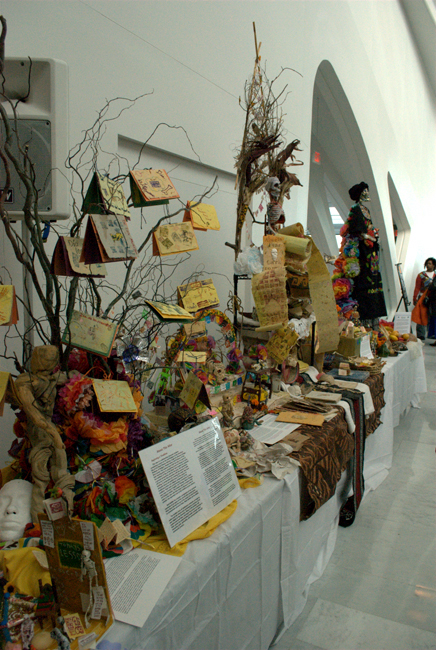 Community Altar, Milwaukee Art Museum, photos by Anna Kupiecki
