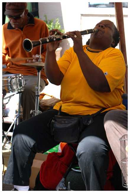 New Orleans - woman plays jazz