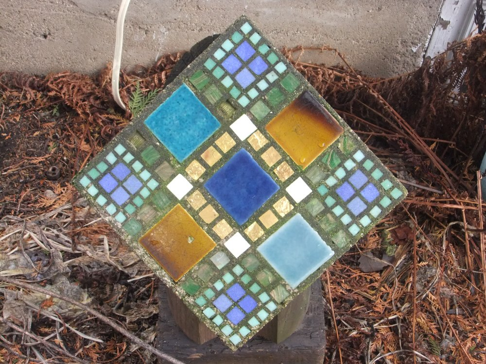 Glass tile with gold leaf mosaic cast